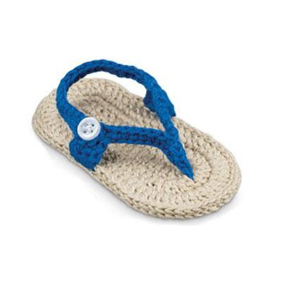 Newborn crocheted sandal in blue 1