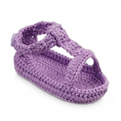 Newborn crocheted sandal in purple 1